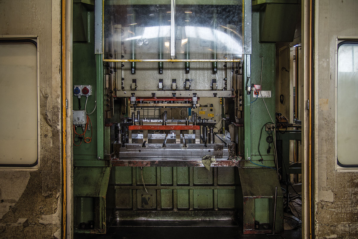 ursus-industrial-services-stamping-machine